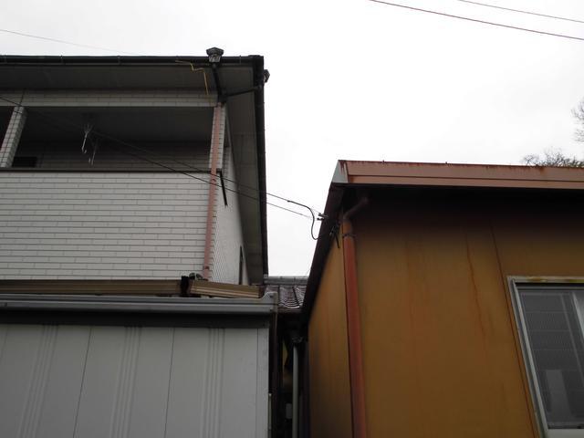 屋根越境状況